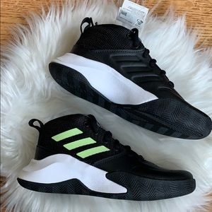adidas Unisex OwnTheGame Wide Basketball Shoes
